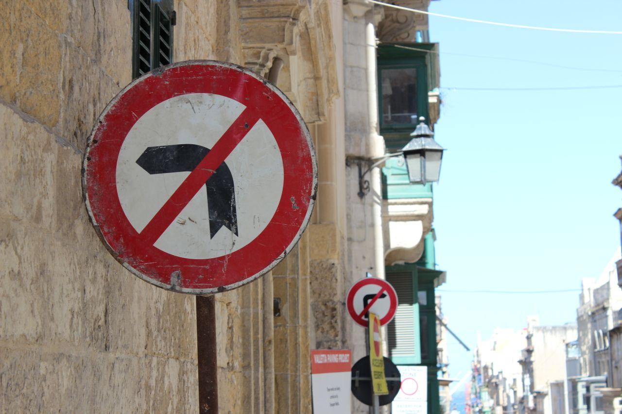 Links, oder rechts, oder wie jetzt? Schilderwald auf Malta
