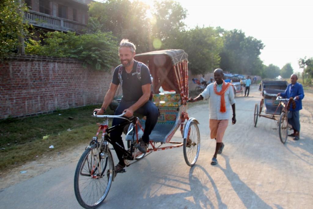 Dirk probiert das Riksha-Fahren aus