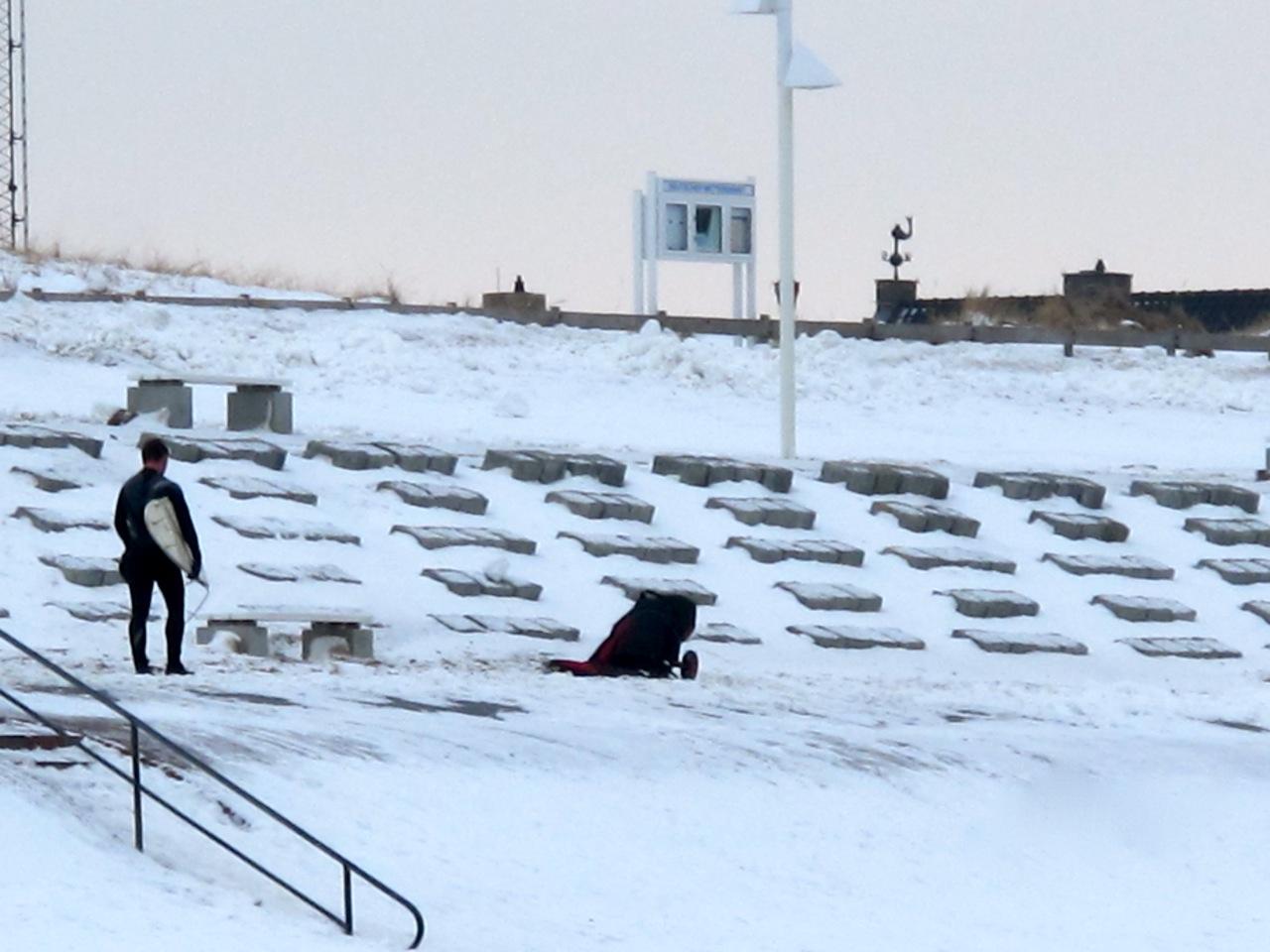 Surfer im Winter auf Norderney