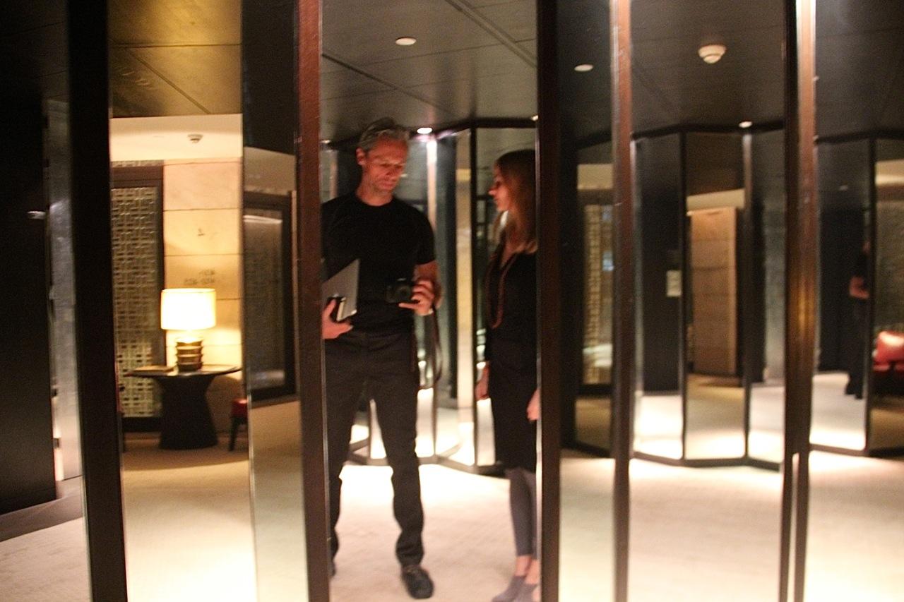 Dirk und Susanne im Spiegelkabinett
