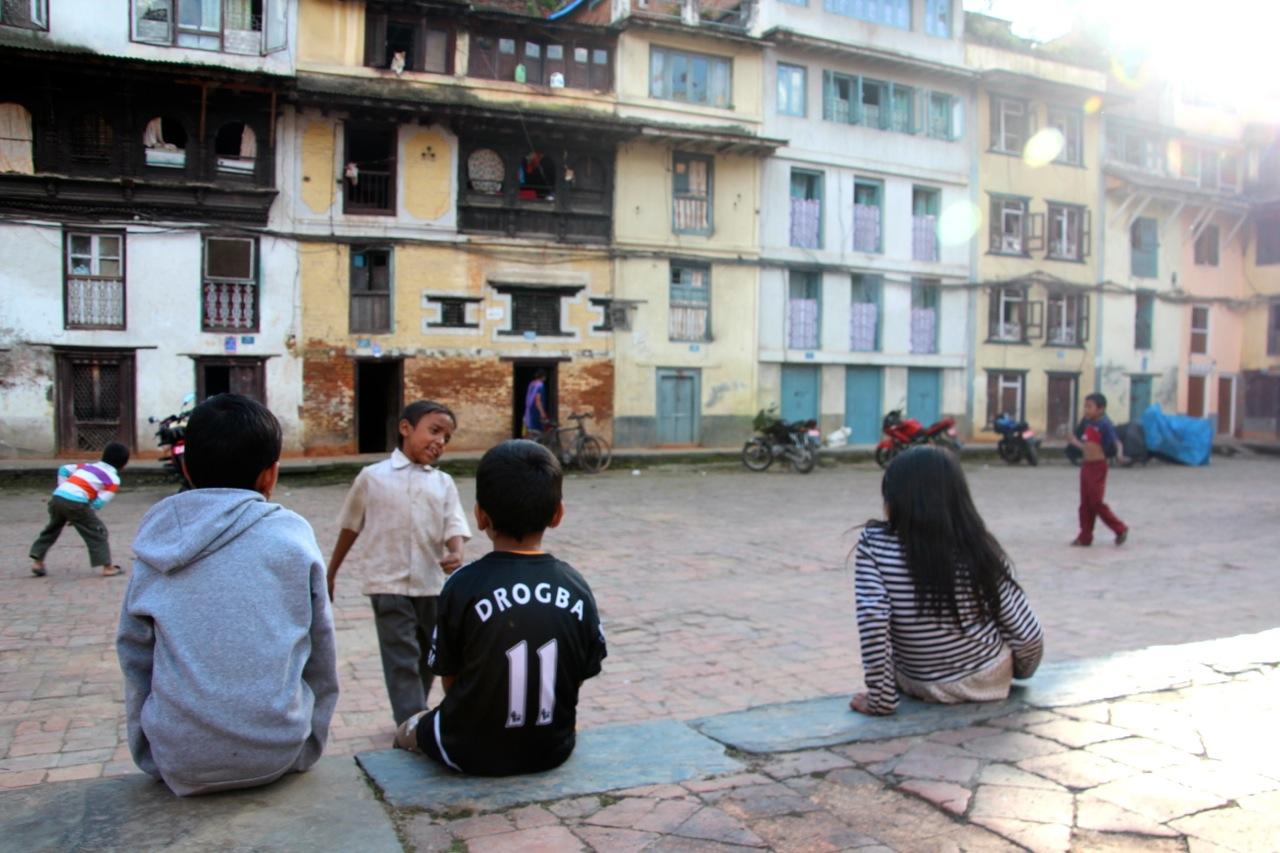 Fussball-Spiel im Hinterhof von Kathmandu