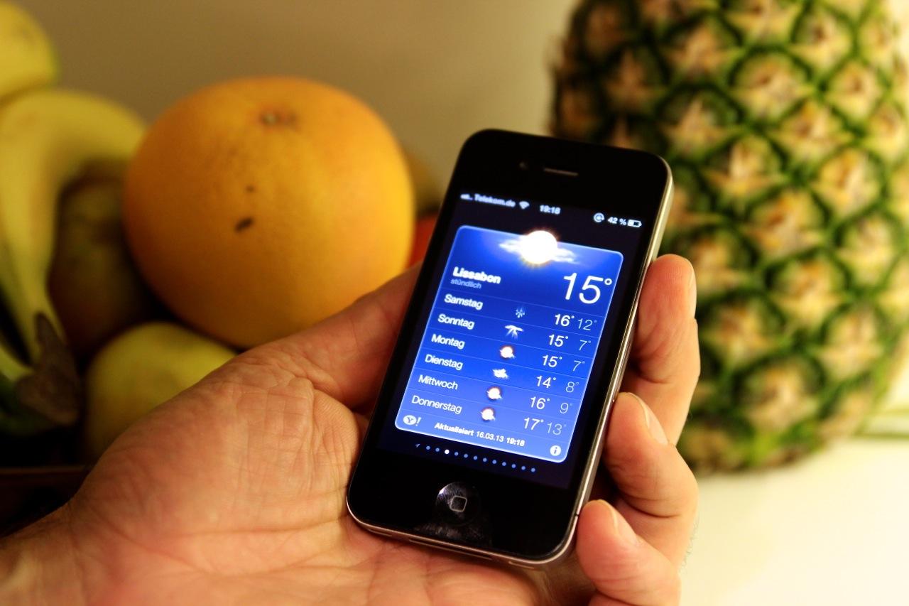 Dirk checkt das Wetter auf dem iphone