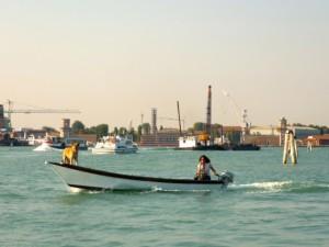 Venedig: Fahrt mit Hund über den Lido