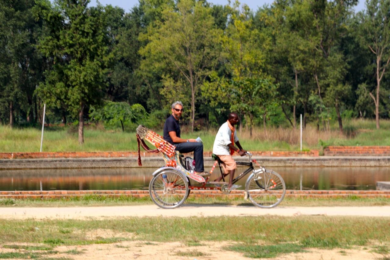 Lumbini: Dirk schockiert den Rikscha Fahrer