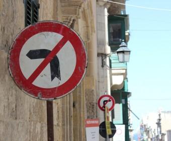 Malta_Strassenschild_pushreset