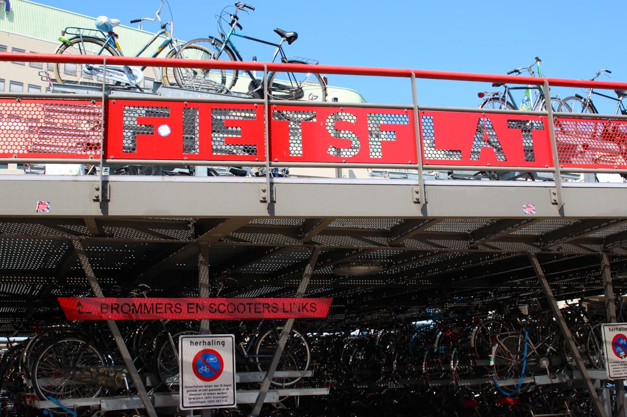 das Fahrradparkhaus in Groningen