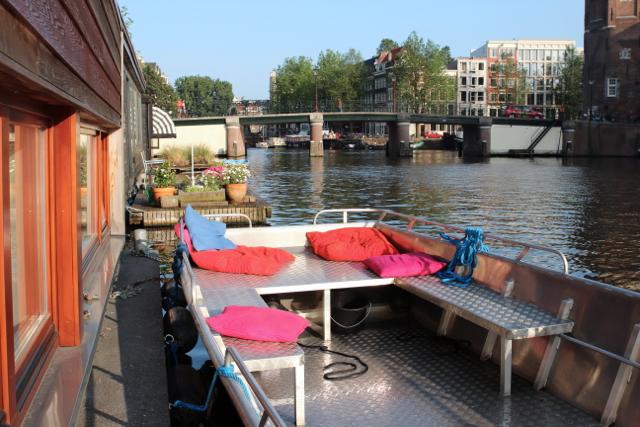 Motorboot als Terrasse