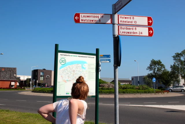 Judith wirft einen Blick auf die Karte