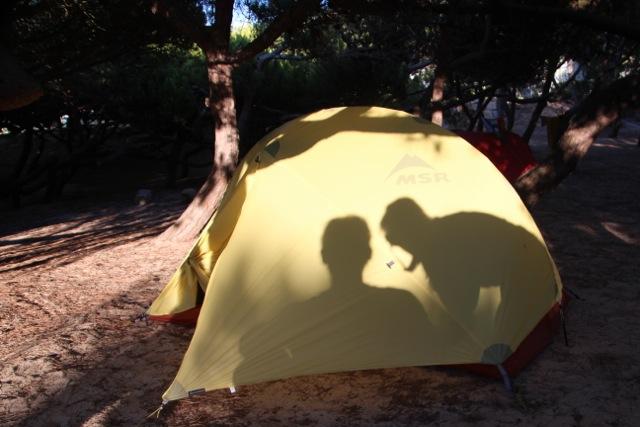 Praia do Guincho: Susannes und Dirks Schatten auf dem Zelt