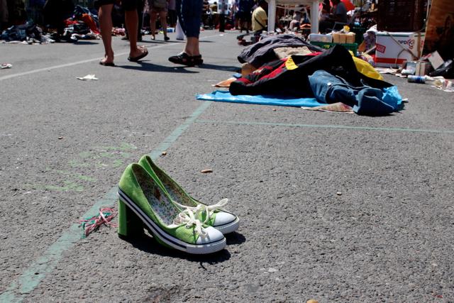 verlassene Schuhe auf dem Naschmarkt