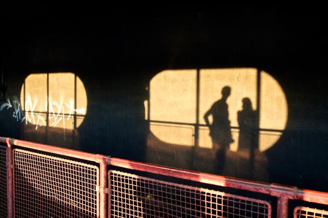 Bahnstation mit Schatten