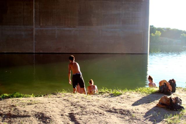Kids spielen an der Neuen Donau Kids