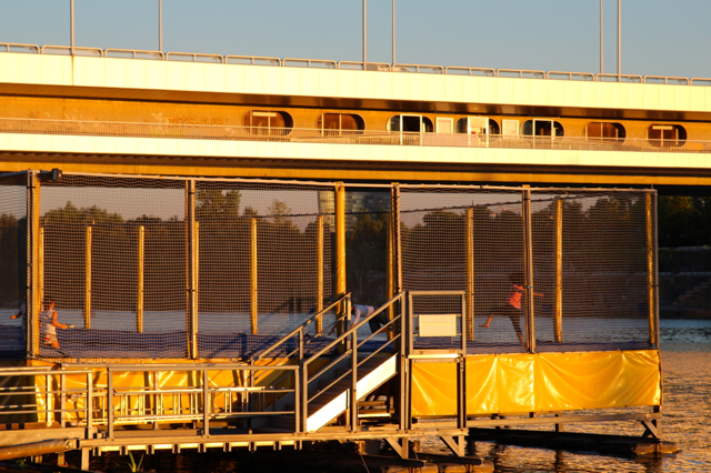 Trampolin direkt an Seitenarm der Donau