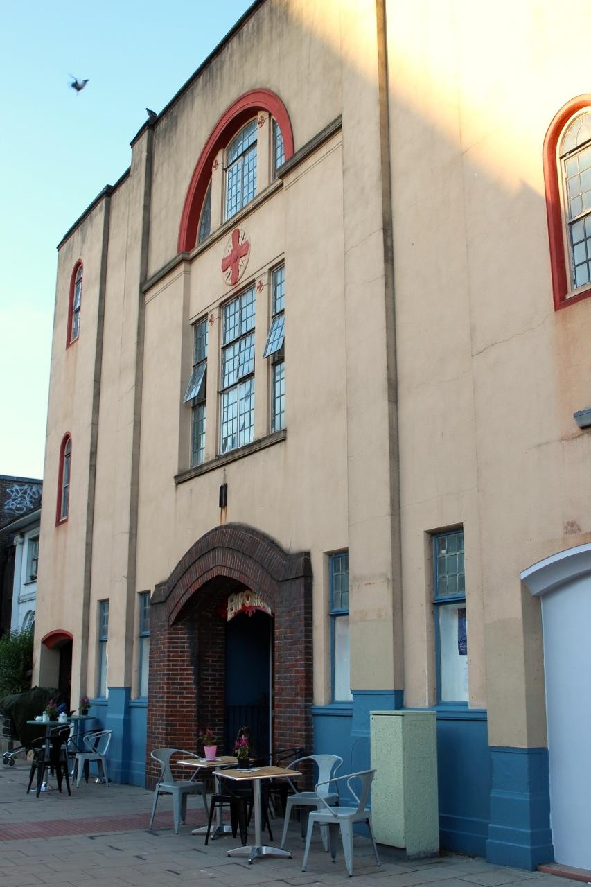 die ehemalige Kirche von außen