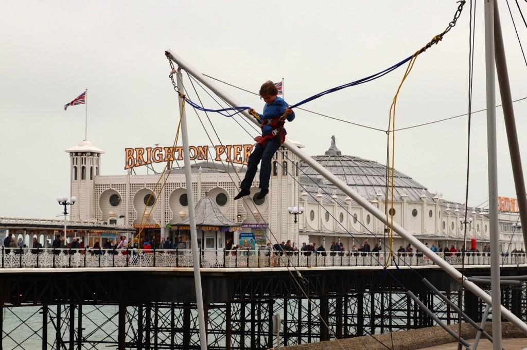 Brighton_Pier_Gummischaukel_pushreset