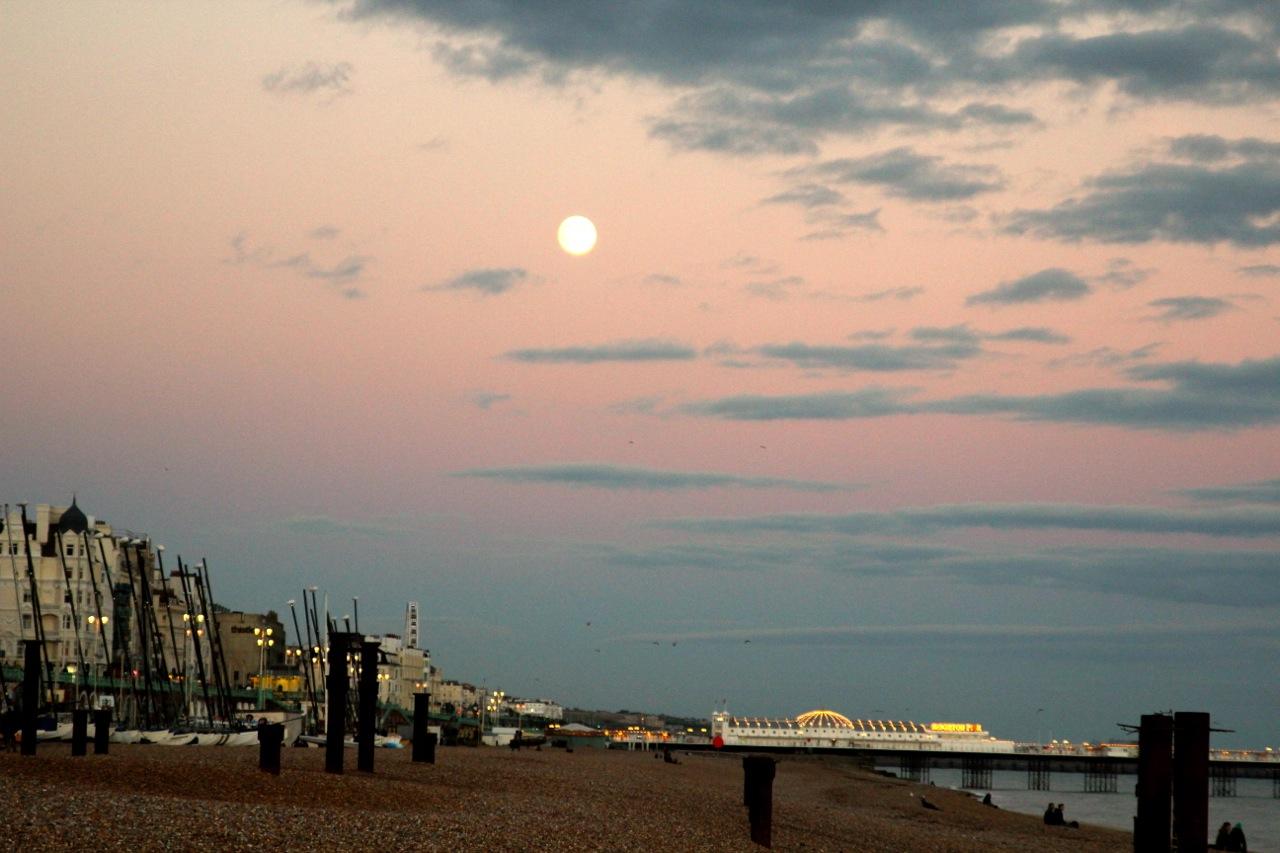 Pier im Mondschein