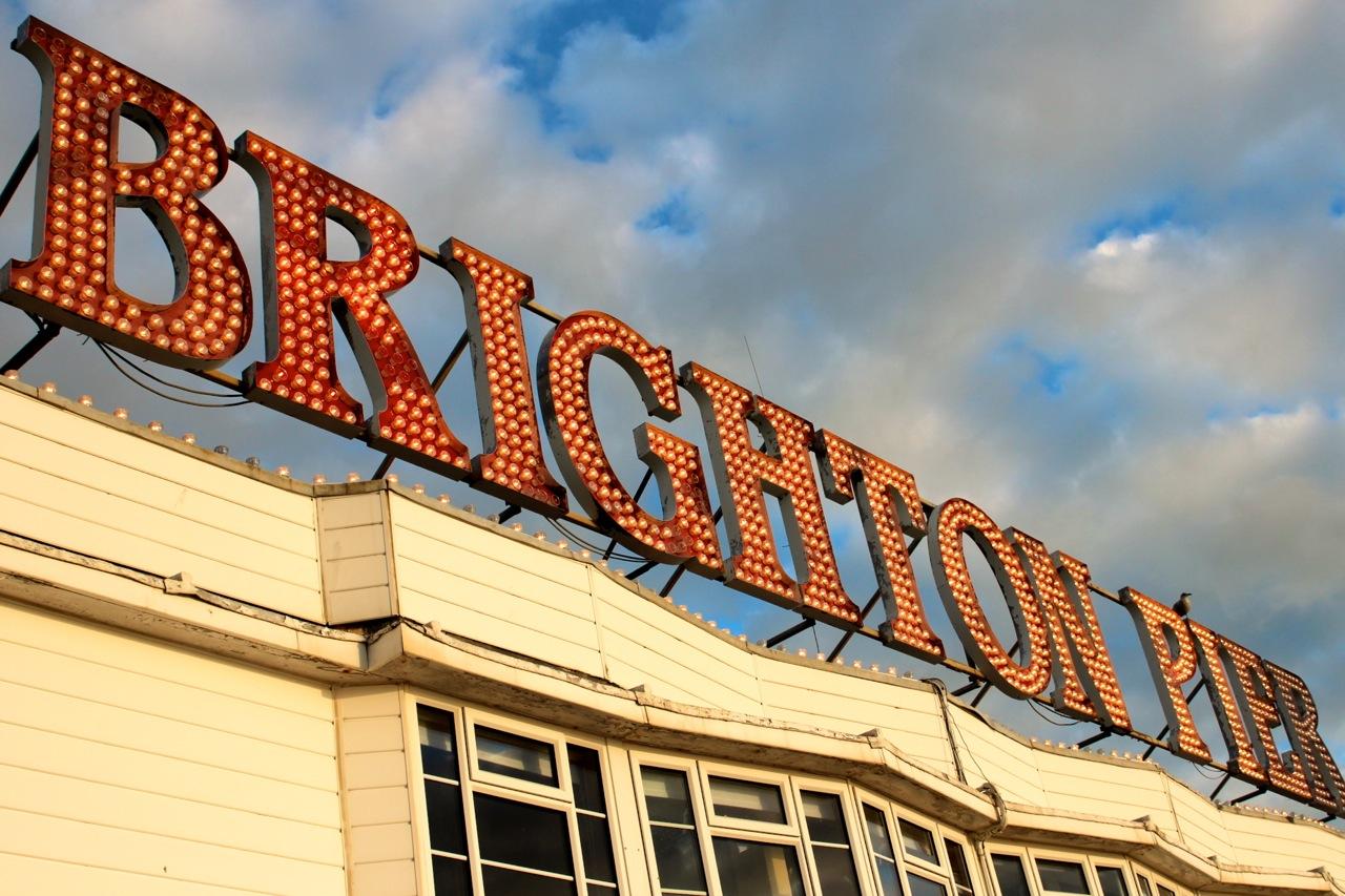 Brighton Pier Schriftzug
