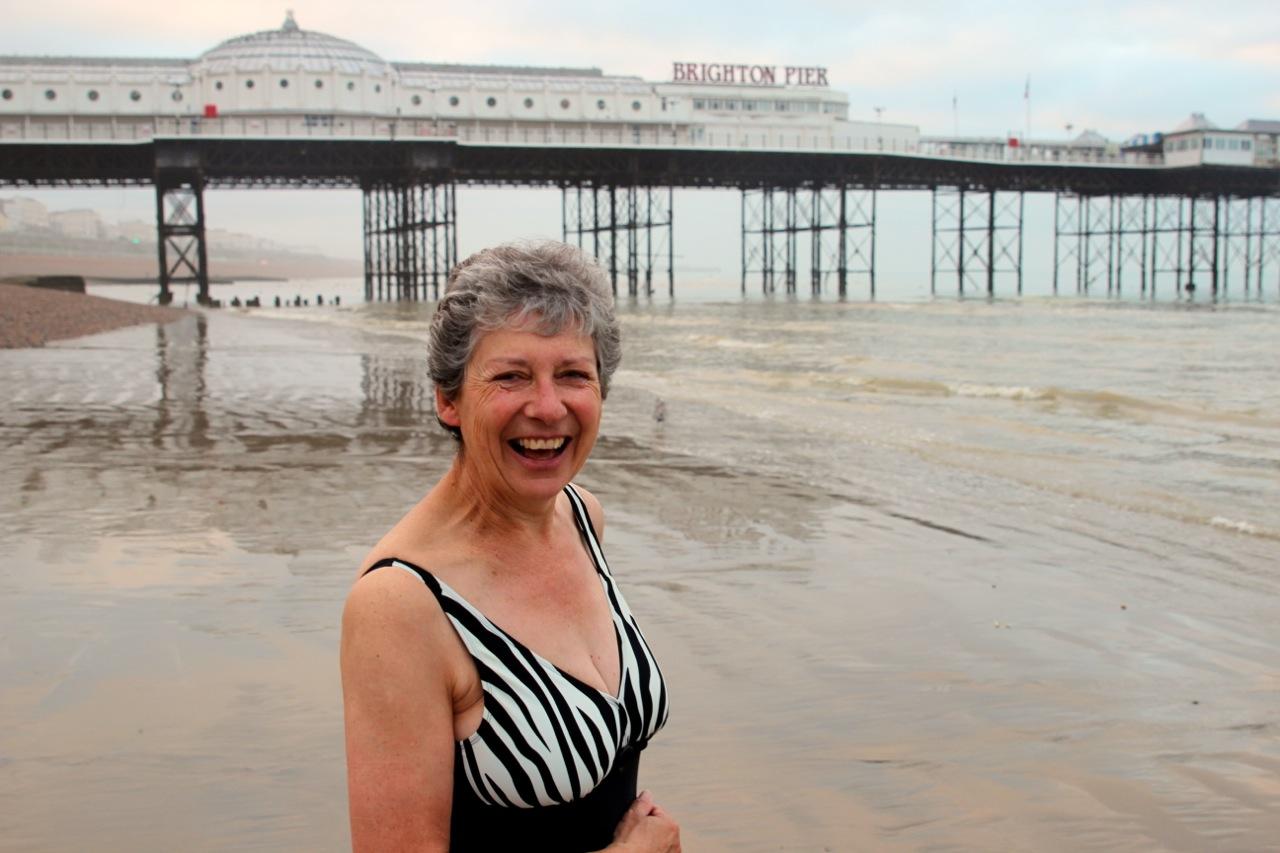 Schwimmerin am Strand