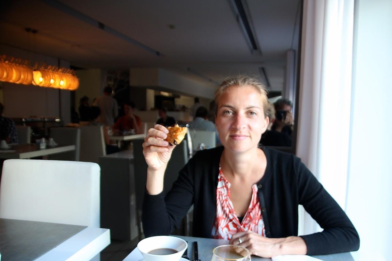 Susanne beim Frühstück