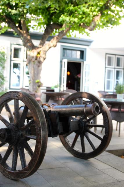 alte Kanone auf der Terrasse