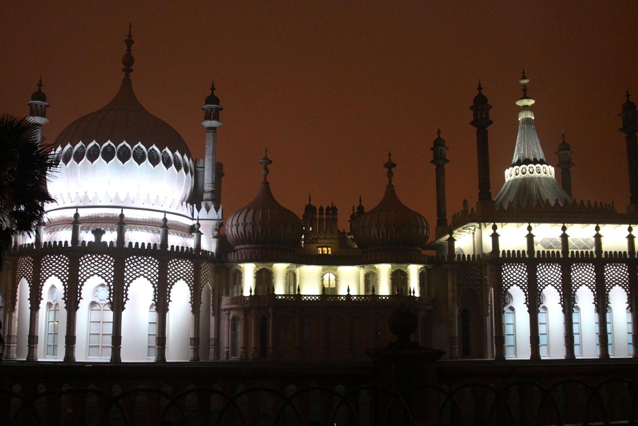 der beleuchtete Palast