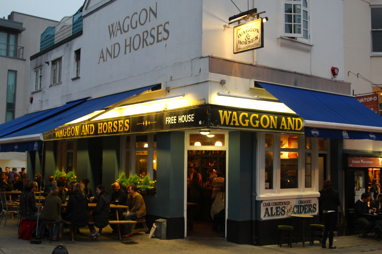 der Pub Waggon and Horses ist sehr beliebt bei Künstlern