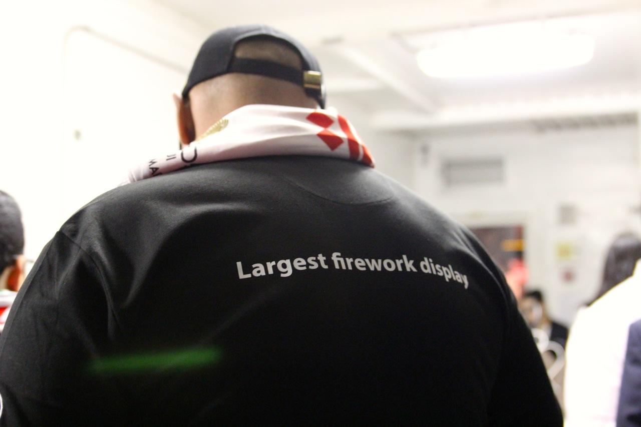Feuerwerksmeister von hinten
