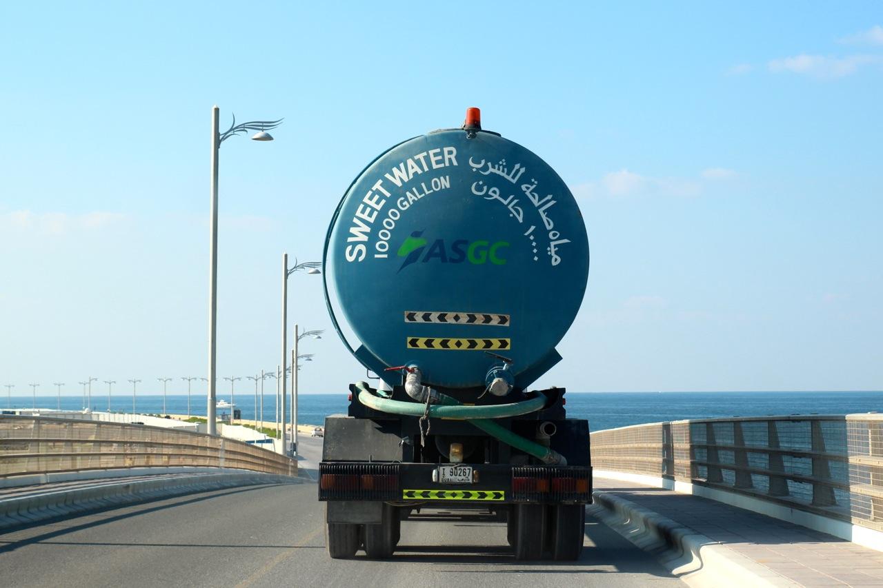 Tanklaster bringen Süßwasser