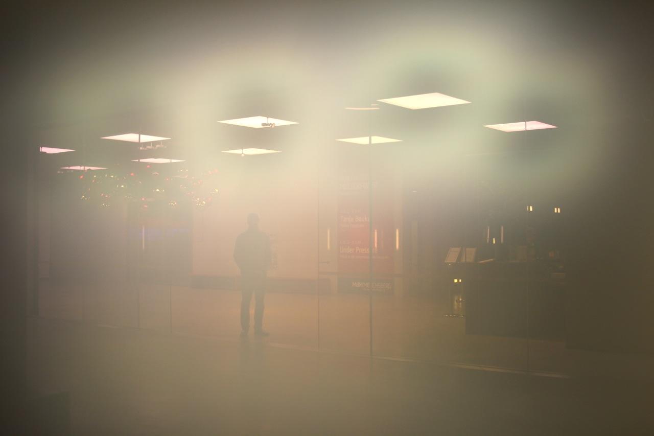 das Museum Moderne durch die beschlagene Kamera