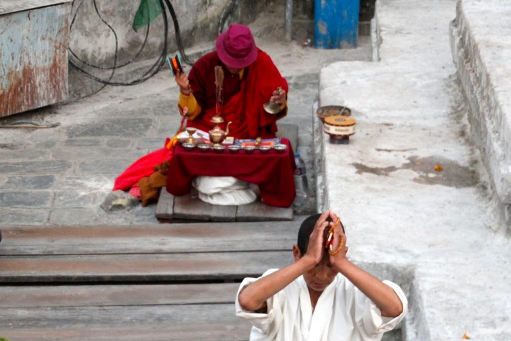 zum Trommeln des Schamanen wird meditiert
