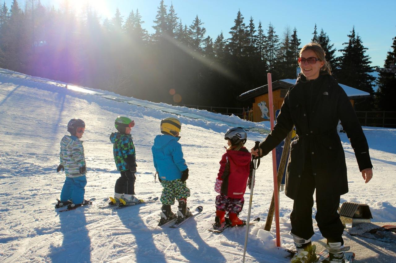 Susannes erste Skistunde – die Knirpse sind nur leider viel schneller..