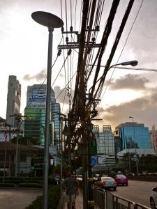 Typischer Kabelsalat in Bangkok