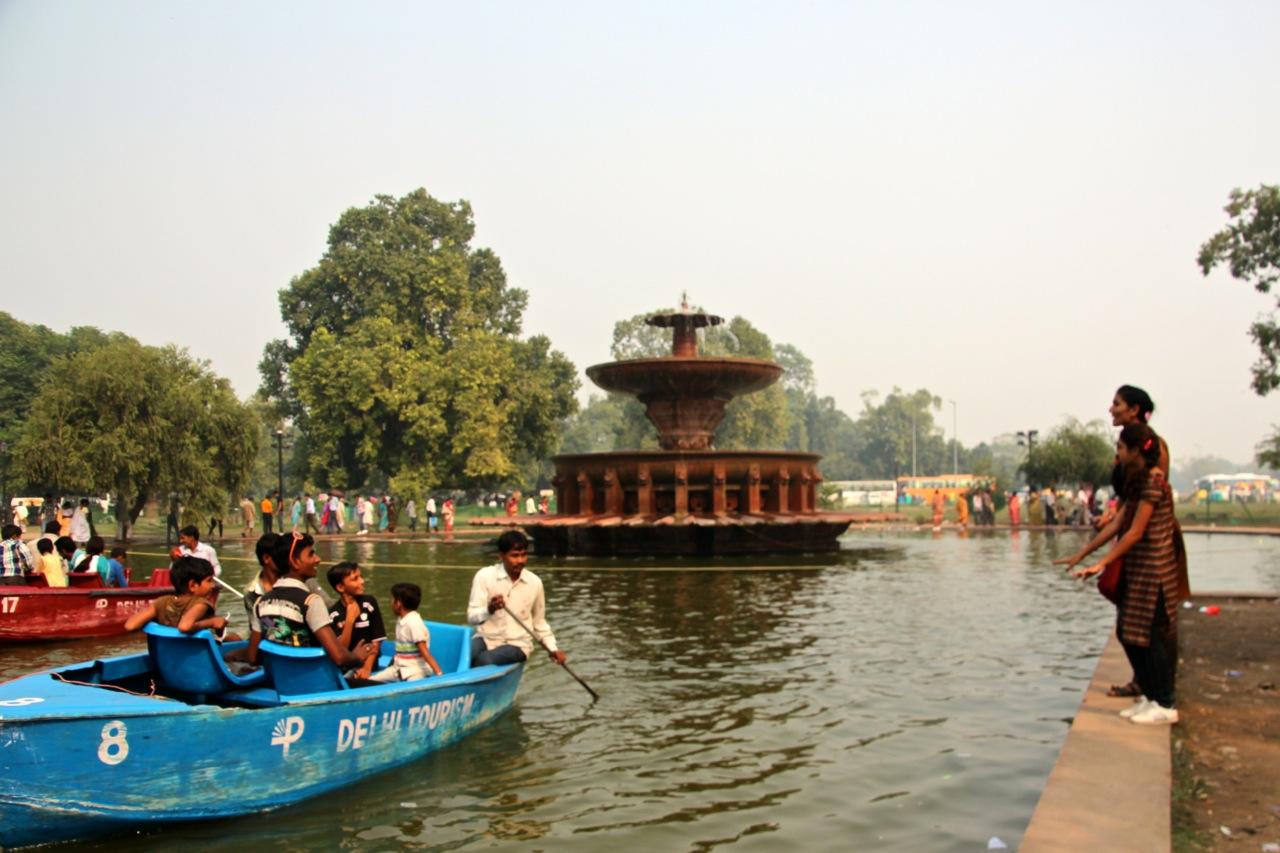 beliebtes Freizeitvergnügen in Delhi: Boot fahren