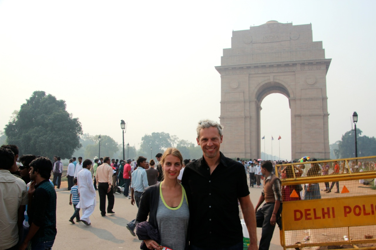 Touristen-Foto vor dem India Gate