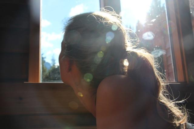 Susanne blinzelt in die Morgensonne