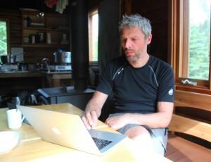 ein Reiseblogger bloggt auch in der kleinsten Hütte