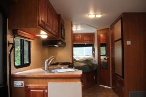 Küche und Schlafzimmer dicht an dicht