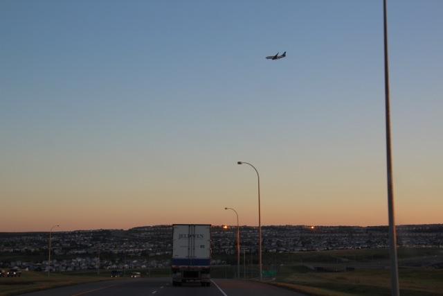 Flugzeug über Calgary