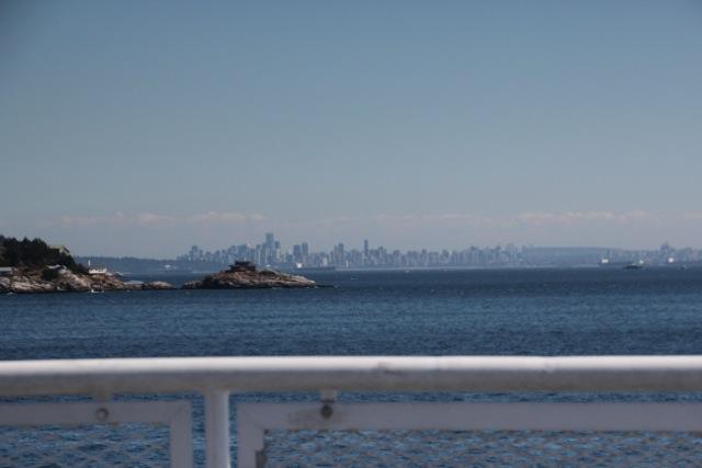 Erster Blick von der Fähre auf Vancouver