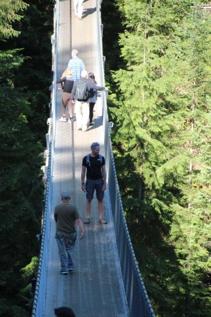 Dirk fühlt sich etwas unwohl auf der Capilano-Suspension-Bridge
