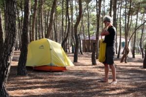 Zeltplatz von Ericeira – Dirk baut auf