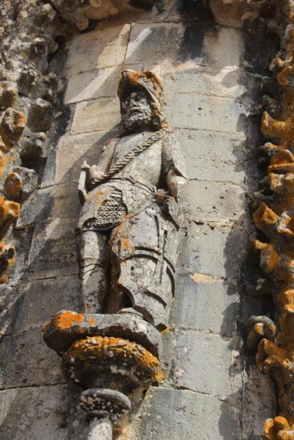 Seefahrer-Skulpturen an der Außen-Fassade