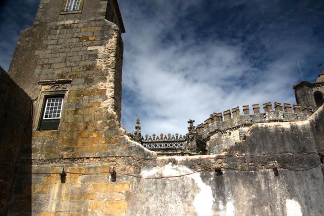 Dicke Mauern schützen die Burg
