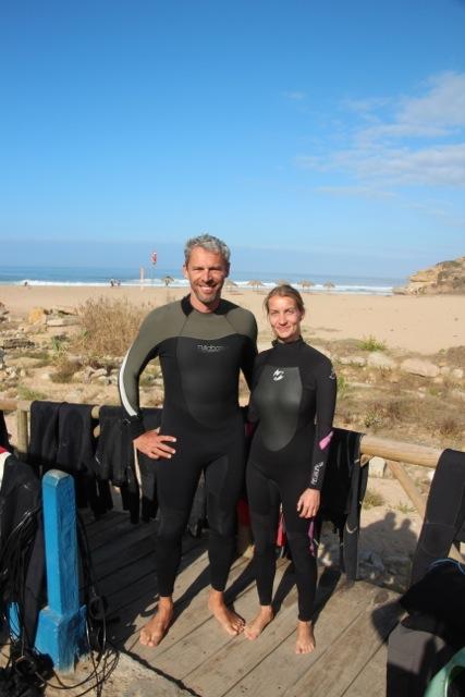Dirk und Susanne posieren stolz in ihren Neos