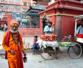 Mönch auf den Strassen Kathmandus