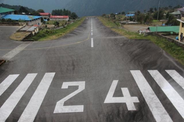Die Landebahn von Lukla