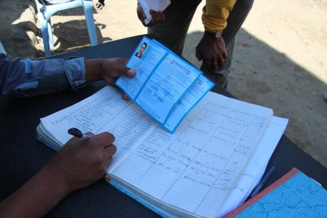 Check-In: Jeder Tourist muss an mehreren Check-Points das Permit zeigen