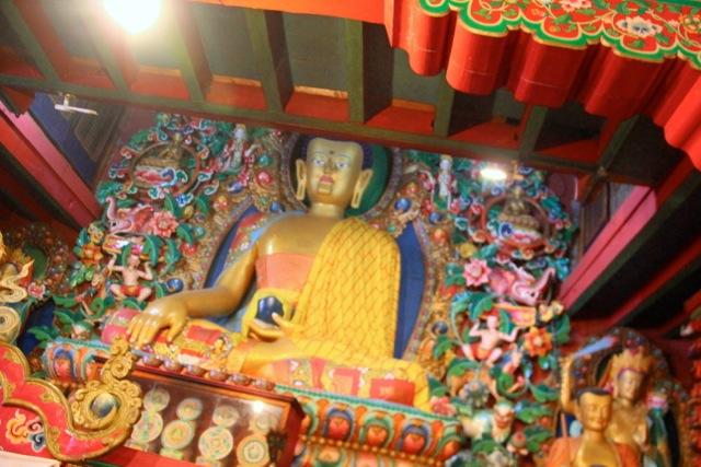 Der Gautama-Buddha ruft die Erde als Zeugen an für seine Erkenntnis