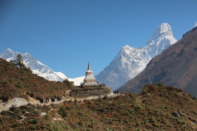 eine Stupa am Wegesrand