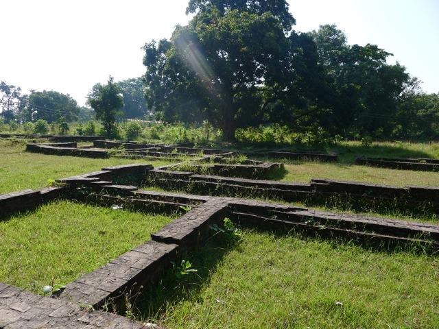 die Reste der Palast-anlage in Kapilavastu